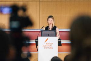 Prof. Dr. Whitney Phillips spricht auf der Konferenz re:claim public discourse!