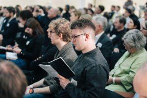 Ansicht einiger Besucher während eines Vortrags
